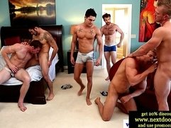 Muscled twink amateurs love group blowjob orgy