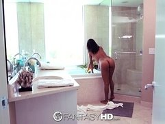 FantasyHD - Jade Jantzen gives blow job in bubble bath