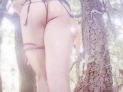 Big Ass Latina Shemale jugando en el jardin